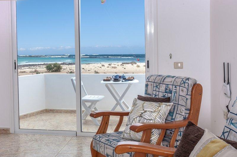 La Puntilla I, front sea apartment, holiday rental in El Cotillo