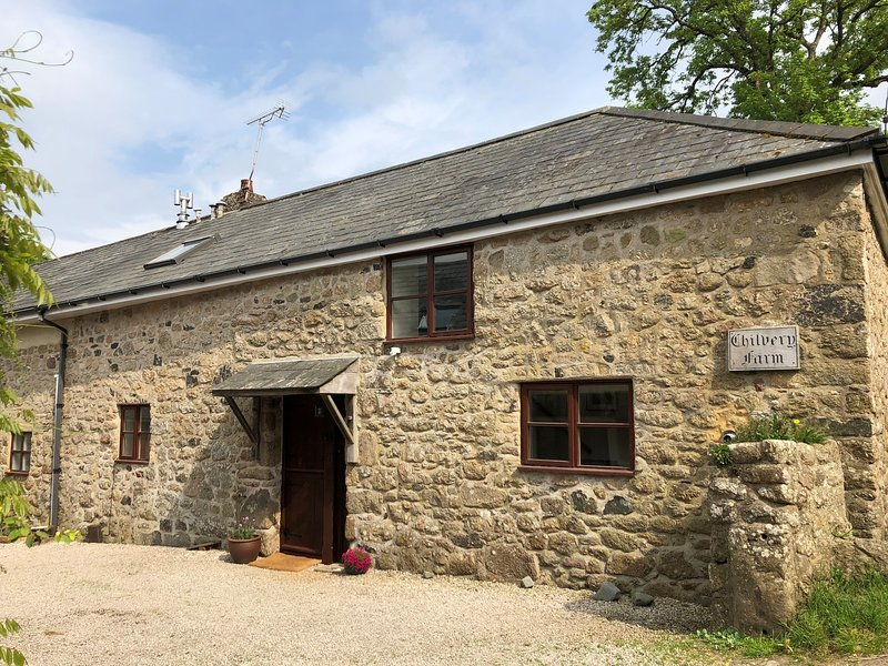 CHILVERY FARM COTTAGE, sun room, exposed beams, stonework, near Chagford, holiday rental in Okehampton