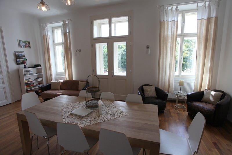 Essbereich, Küche, Blick auf den Augarten, Wohnbereich