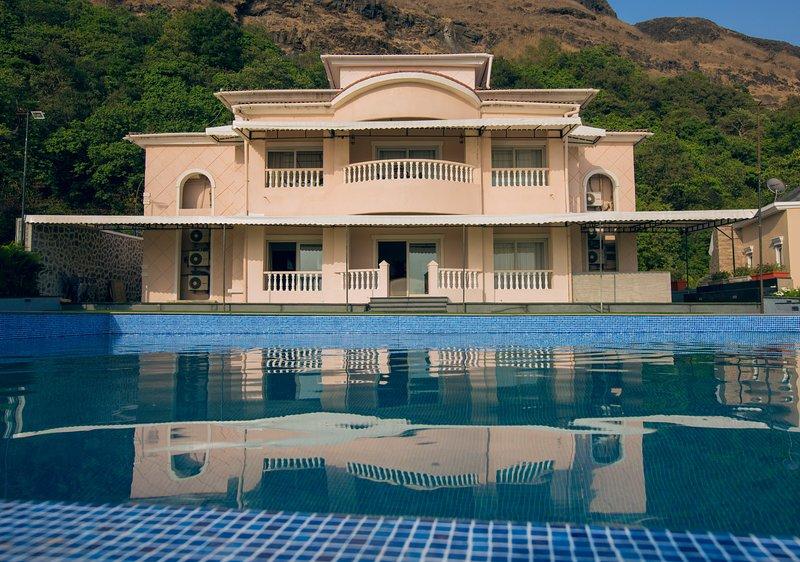 Amalfi by Vista Rooms, location de vacances à Kamshet
