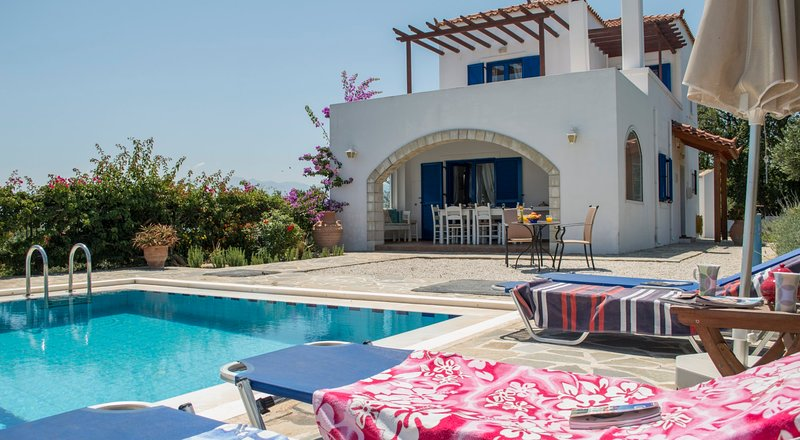 BBQ★Big private pool ★ Sea View, holiday rental in Voukolies