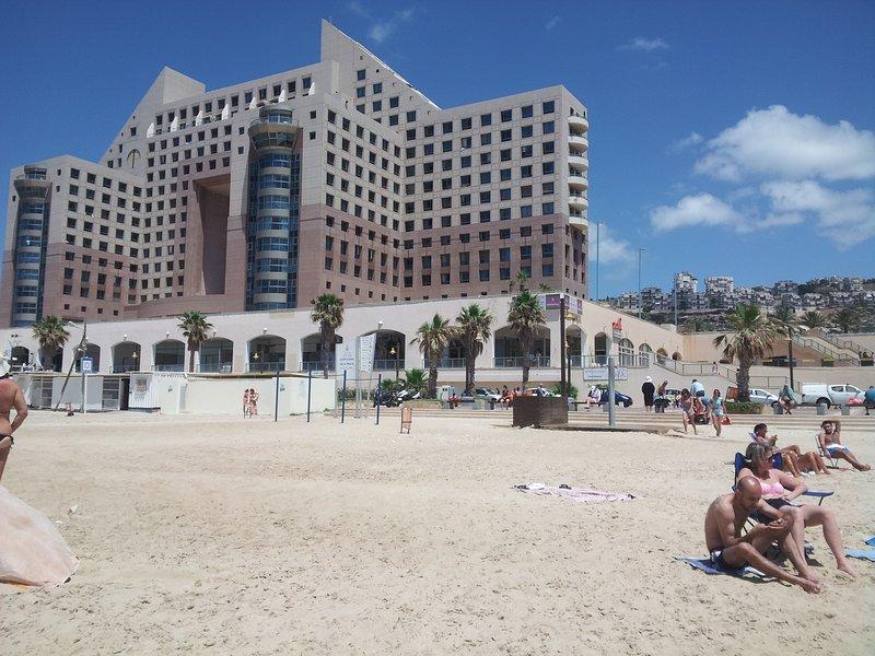 One bedrom Apartment on Hof Hacrmel beach, alquiler vacacional en Atlit