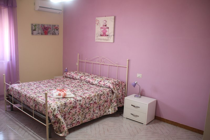 B&B La Rosa nel cortile - Camera Violett, holiday rental in Guardia Sanframondi