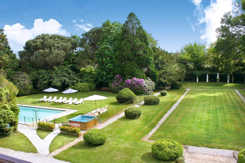 Soustons Chateau Sleeps 18 with Pool - 5049685, casa vacanza a Soustons