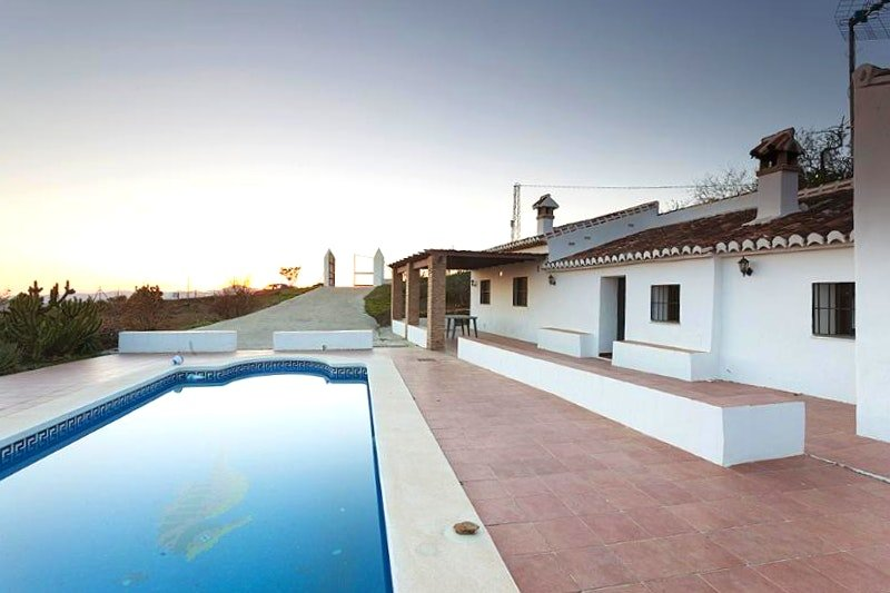 Nice villa with swimming-pool, holiday rental in Canillas de Aceituno