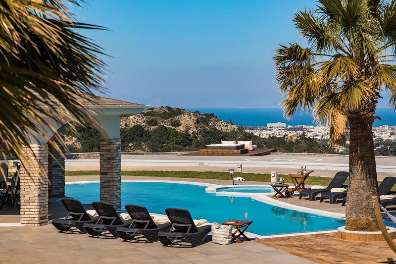 Trianta Chateau Sleeps 12 with Pool and Air Con - 5635687, alquiler de vacaciones en Ialyssos