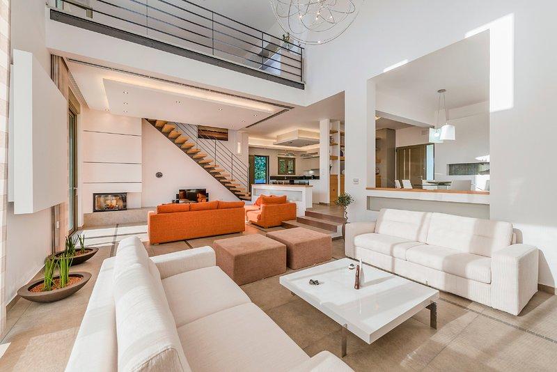 Trianta Villa Sleeps 8 with Pool and Air Con - 5635688, holiday rental in Kremasti
