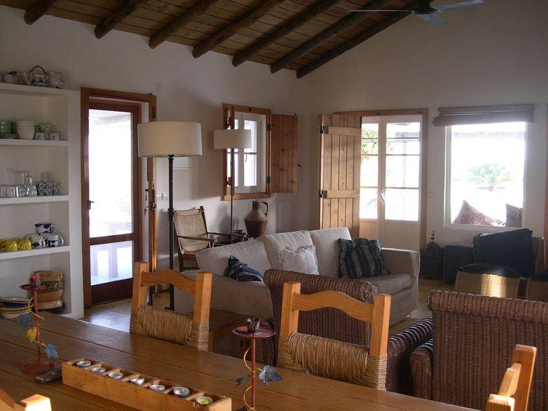 Spacious house with garden & Wifi, location de vacances à Carvalhal