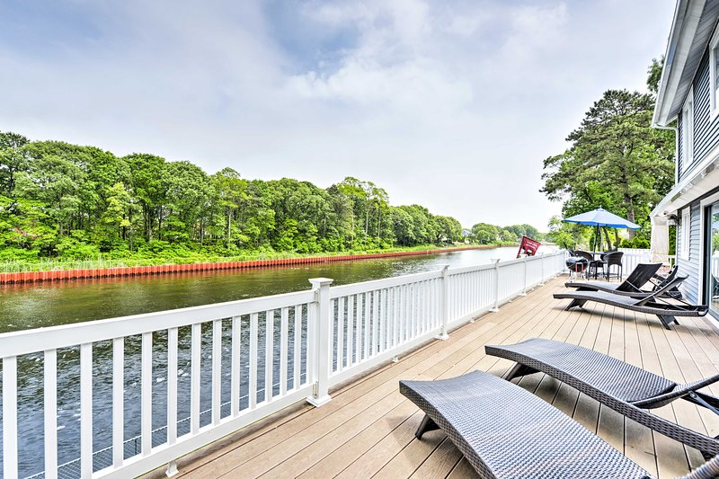 The home is set on the Point Pleasant Canal and has a furnished deck and patio.