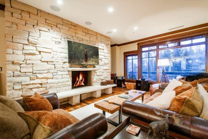 Our ski-in/ski-out Deer Valley condo offers 3 Bedrooms, 3.5 Bathrooms, state-of-the-art kitchen, elegant living area and endless amenities.