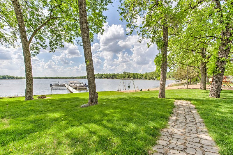 This lakefront vacation rental home is a perfect getaway for 6 guests.
