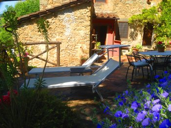 Luxery Tuscan Farmhouse Apartment with great vieuws from your own terras, vacation rental in Benabbio