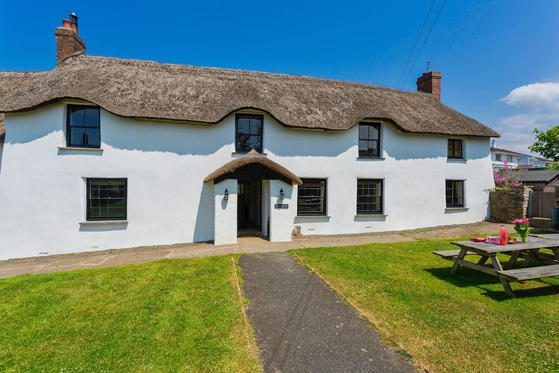 BRAUNTON POYERS FARMHOUSE | 6 Bedrooms, holiday rental in Braunton