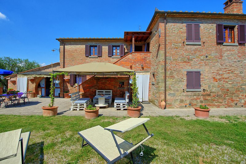 Battifollo Villa Sleeps 10 with Pool Air Con and WiFi - 5512605, vacation rental in Creti