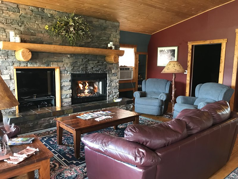 Happy Elk Lodge --sleeps 6 in the Bridger Foothills, vacation rental in Manhattan