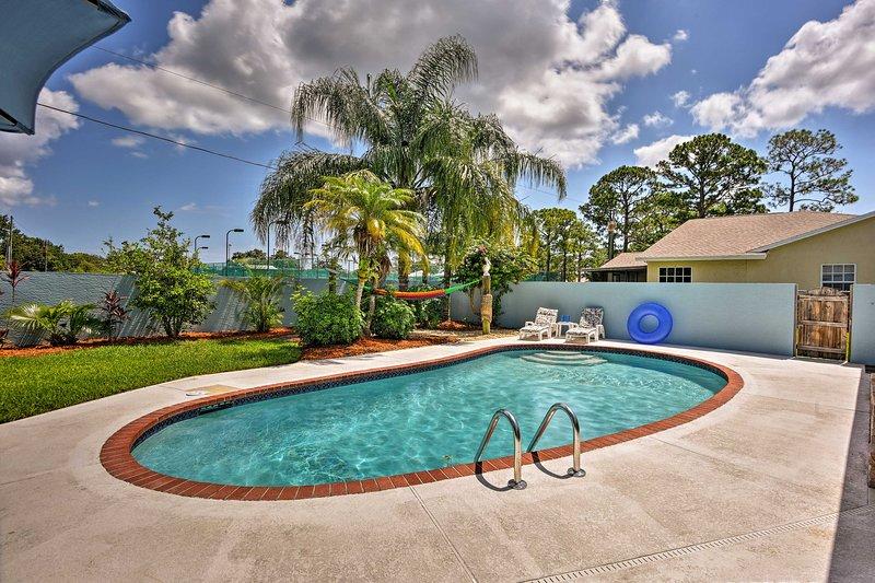 Sebastian Home w/Private Pool & BBQ-7mi from Beach, casa vacanza a Sebastian