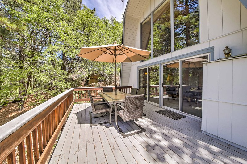Spacious Mountain Retreat - 8 Mi to Lake Arrowhead, vacation rental in Running Springs