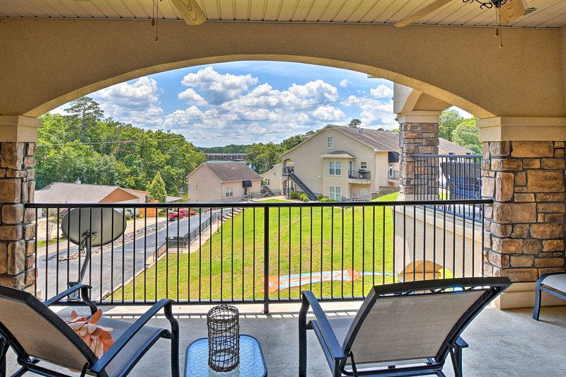 Your Hot Springs escape awaits at this 2-bed, 2-bath vacation rental townhome!