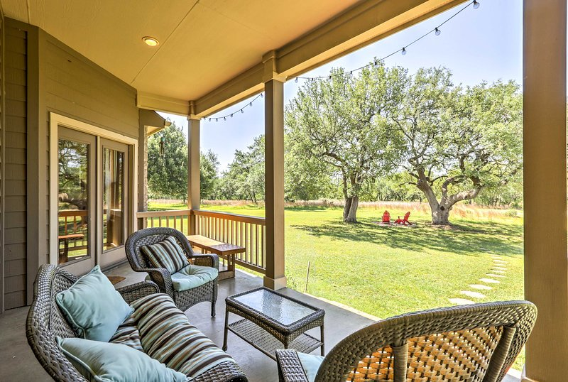Nestled on 23 acres, this vacation rental lies in the heart of wine country!