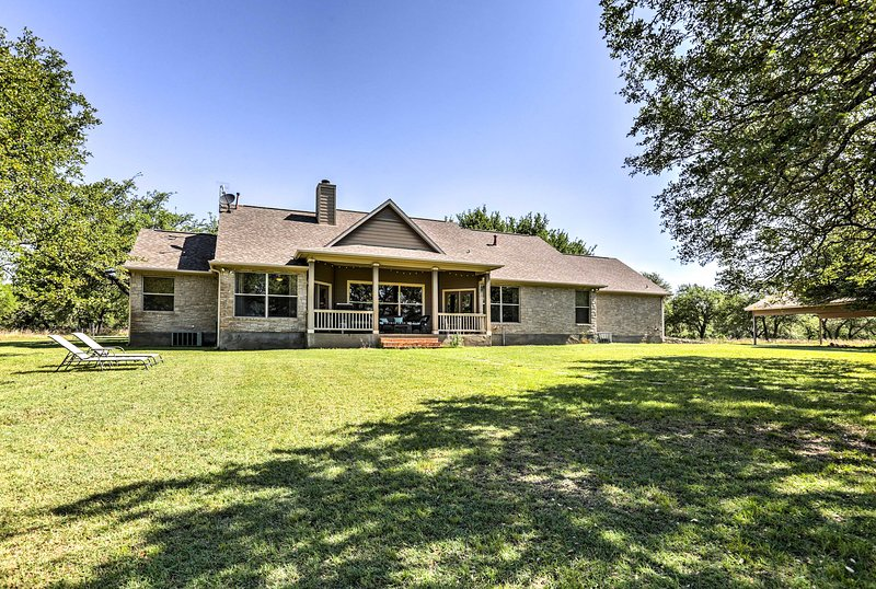 Rustic Hill Country Home w/Porch Near The Wineries, holiday rental in Hye