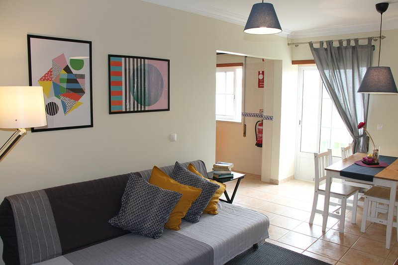 Apartments Baleal: Swimming Pool + Tennis Court and Balcony, holiday rental in Baleal