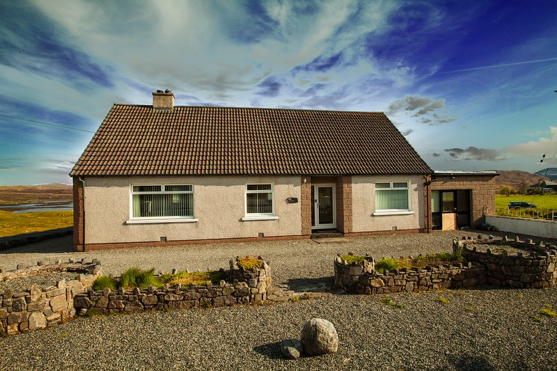 Peaceful family getaway with stunning views near Stornoway, vacation rental in Lewis and Harris