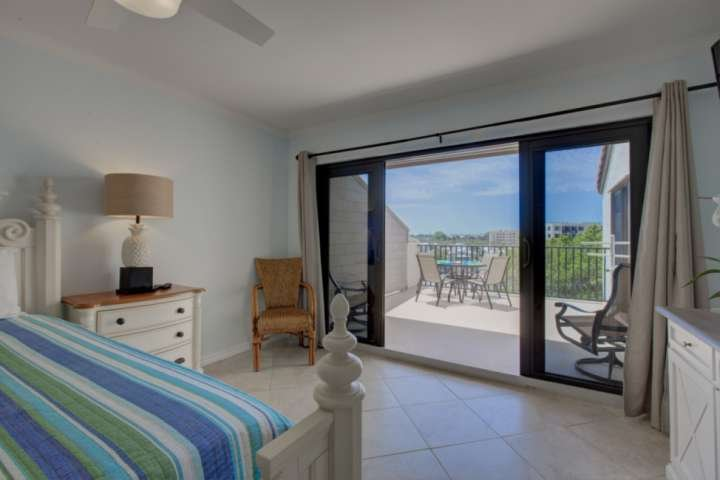 Master bedroom has a king bed, flatscreen TV, en-suite bath and gulf views from your private lanai.  All waiting for you!