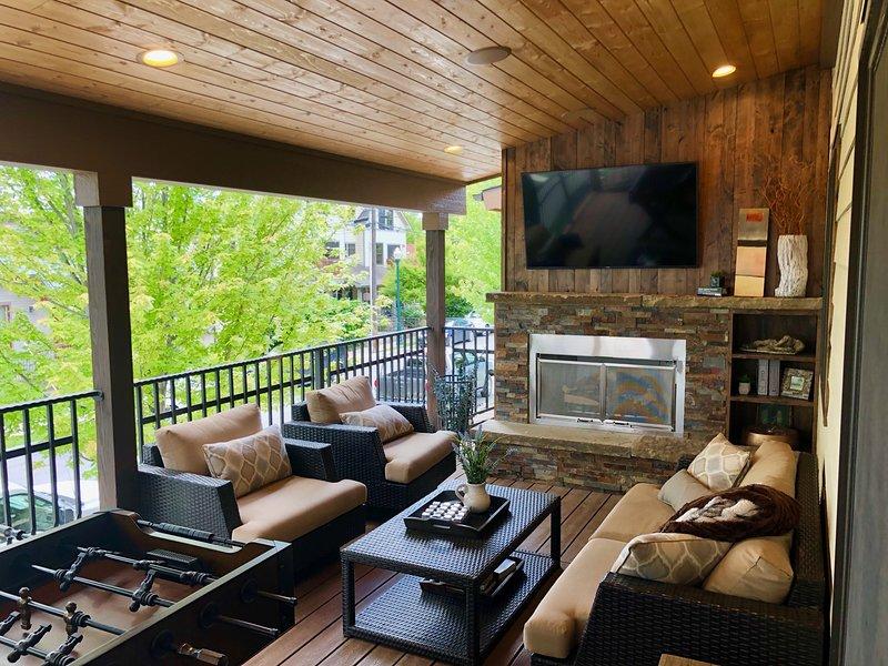 Nouveau porche couvert avec foyer au gaz, nouveaux meubles de pont et baby-foot