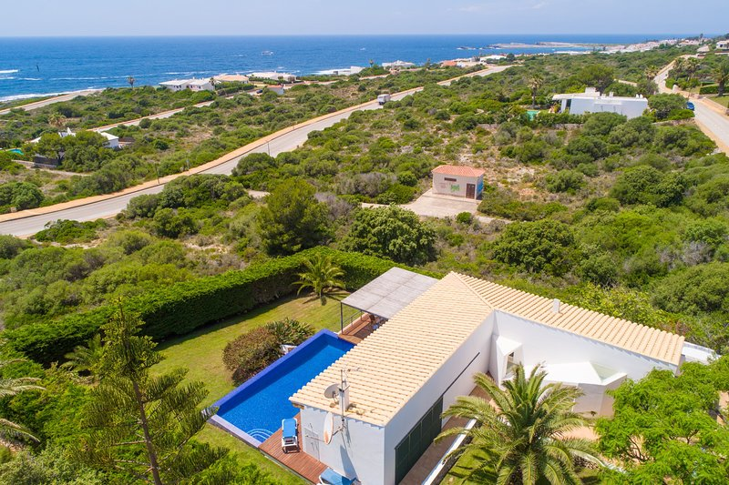 Villa Iris Torret: Large Private Pool, Walk to Beach, Sea Views, A/C, WiFi, holiday rental in Es Castell