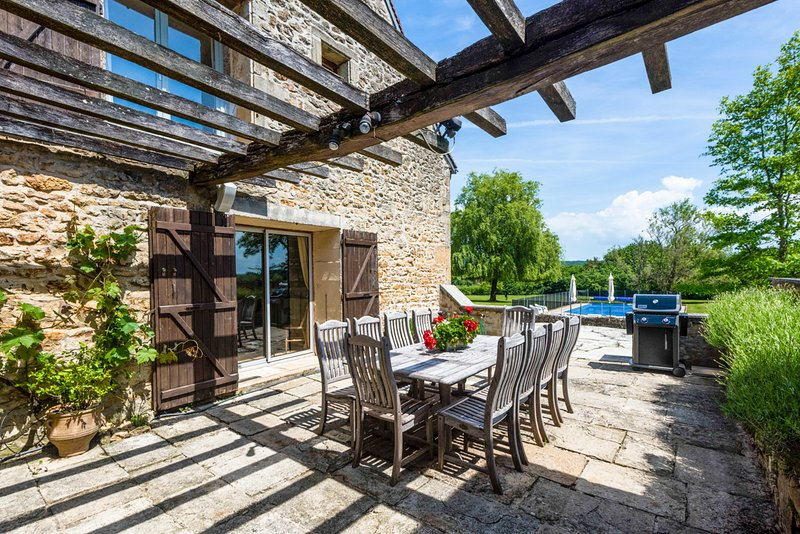 Moulins-Engilbert Villa Sleeps 10 with Pool and Air Con - 5429241, holiday rental in Verneuil