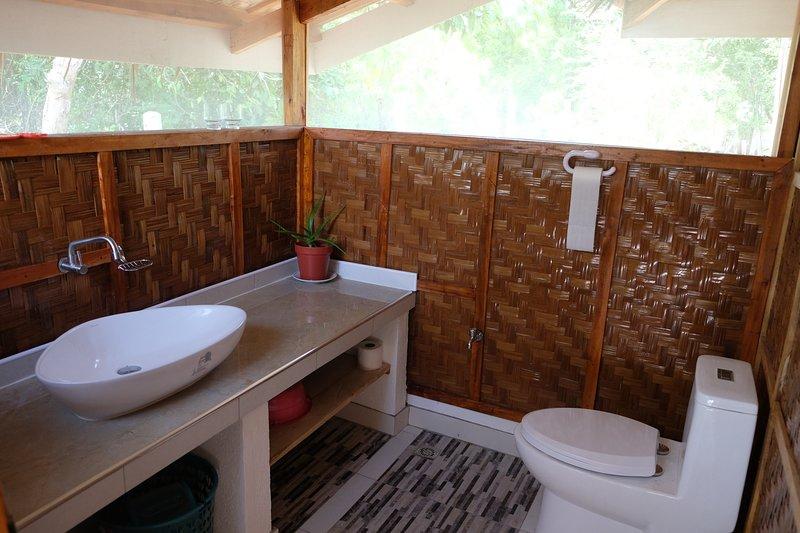 Beach House 2, Bathroom