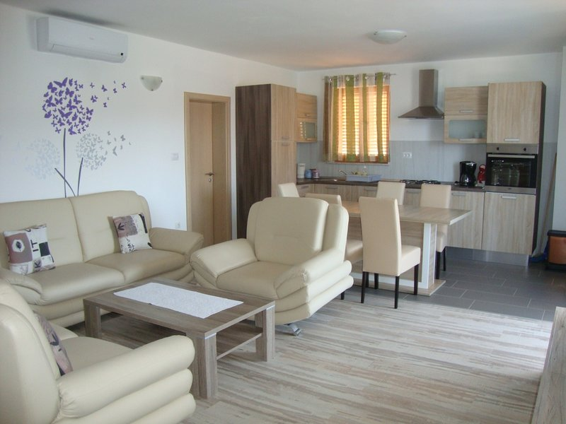 Apartment 4496-1 for 4 Pers. in Cres, casa vacanza a Cres