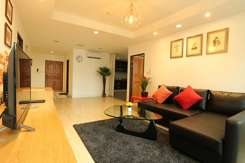 2BR. Spacious, 140 Sqm, BTS 5 min, Central Located, holiday rental in Phra Pradaeng