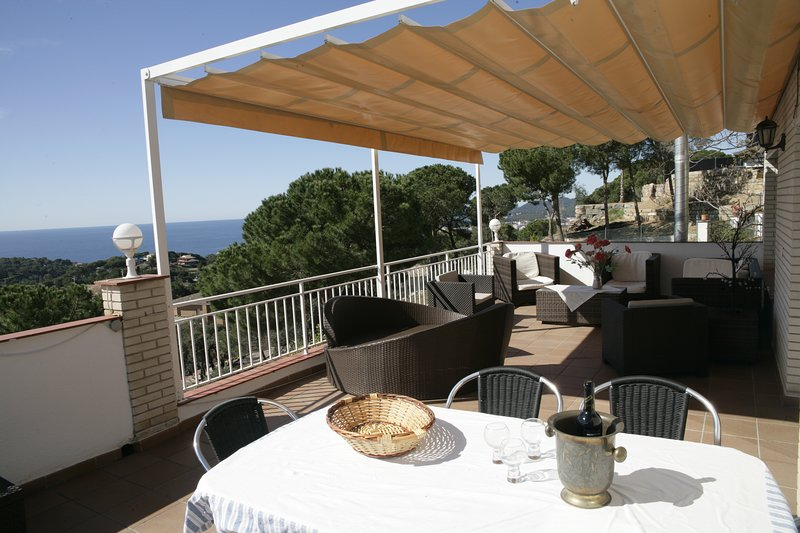 Villa Ines - Lloret de Mar - Villa for 9 persons with seaview and swimmingpool, alquiler de vacaciones en Lloret de Mar