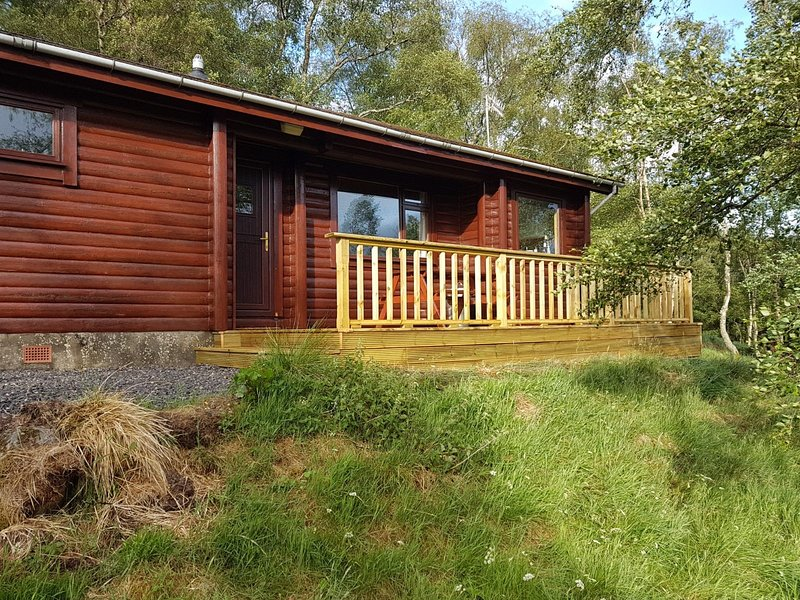 Traditional Real Log Cabin, in the heart of Scottish Highlands(Beithe log Cabin), holiday rental in Dores