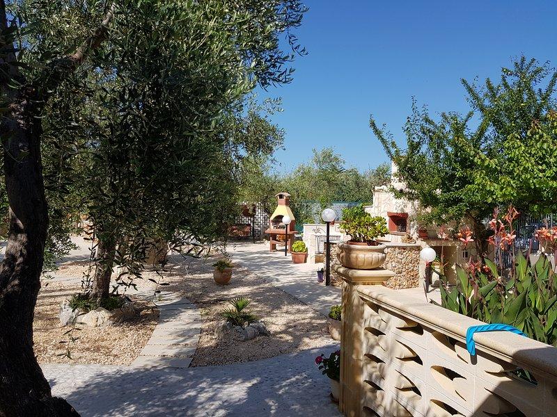 TRLOCALE TRA ALBERI DI FRUTTO, vacation rental in Province of Foggia