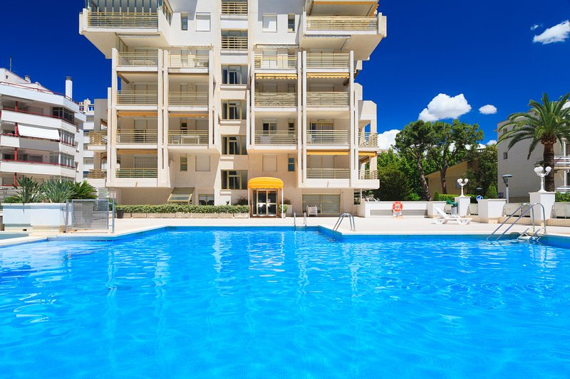 Apartamento céntrico Playa 50m · AA/CC · Piscina · UHC NOVELTY, vacation rental in Tarragona
