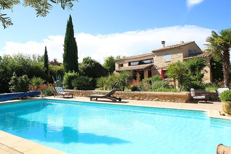 Superb villa in Castillon-du-Gard, pool house and private pool, vacation rental in Collias
