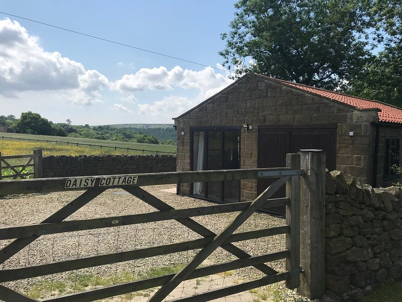 Daisy Cottage, stone built bungalow with beautiful views, holiday rental in Goathland