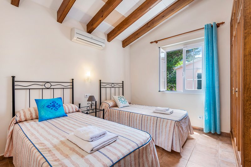 Schlafzimmer mit begehbarem Kleiderschrank emprotrado