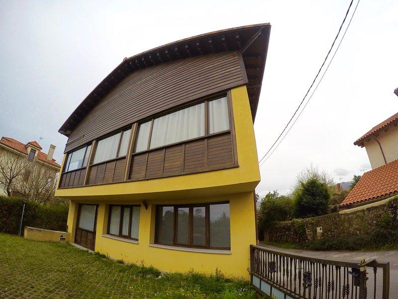 Apartamento en Poo de Llanes, vacation rental in Puertas De Vidiago