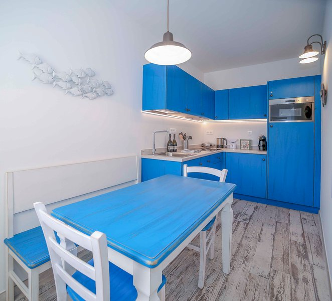 Kitchen with 4 seats