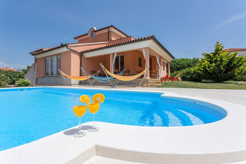 Villa Mirna in Medulin with private Pool and Wi-Fi, 500m from sandy beach, holiday rental in Medulin
