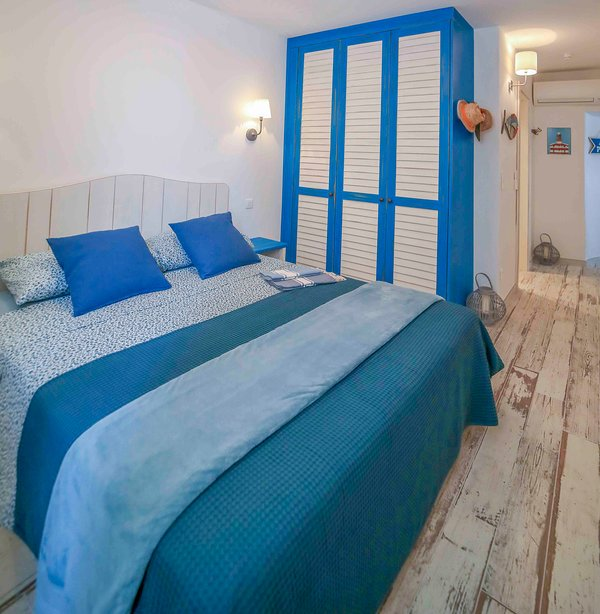Double Room with view of the cliff and double bed 160 x 200