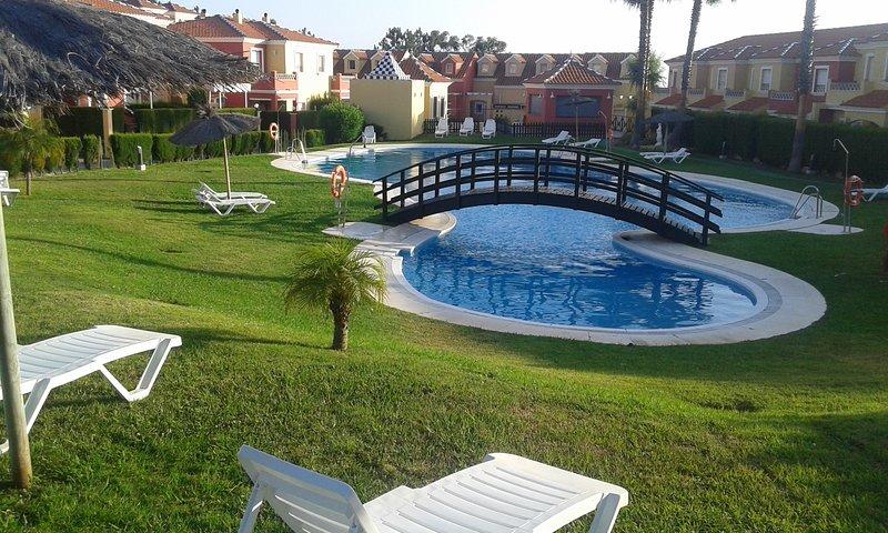 Se alquila piso en el campo de golf de Islantilla. Amplia terraza, holiday rental in Cartaya