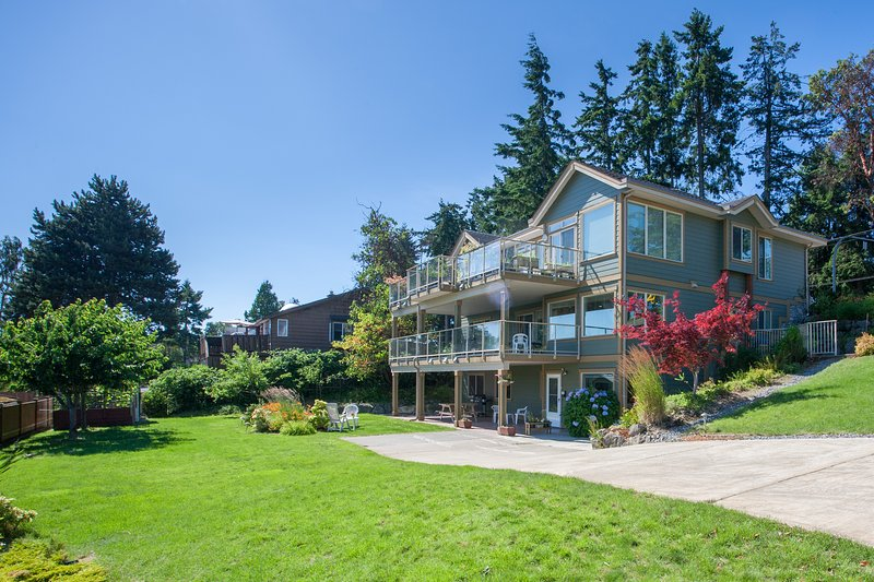A Perfect Suite Designed for Family with Children or Two Couples, holiday rental in Nanaimo