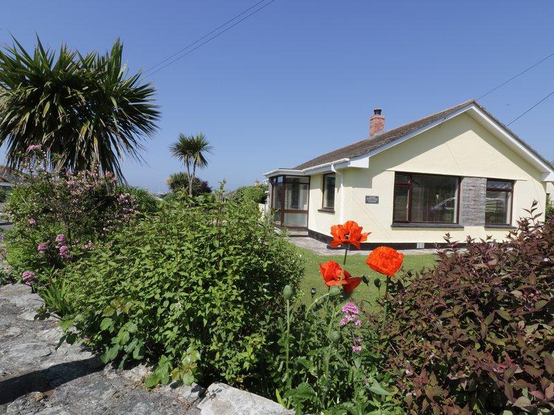 THE CORNER HOUSE, 2 Bedroom, Central Location, Enclosed Garden, Ref:983143, holiday rental in Crantock