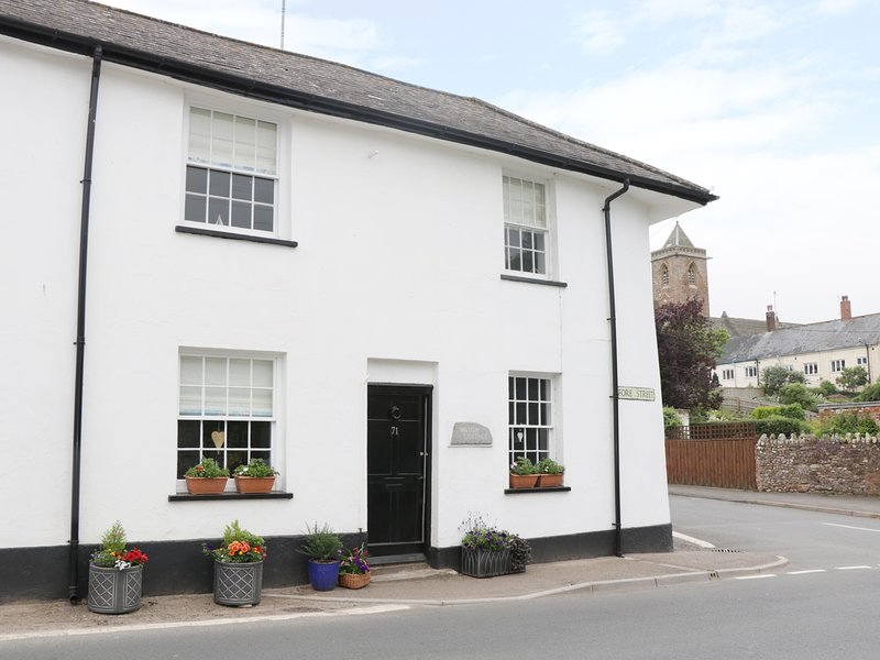 WILLOW COTTAGE, WiFi, East Devon AONB, centre of Otterton, Ref 963543, vakantiewoning in Otterton