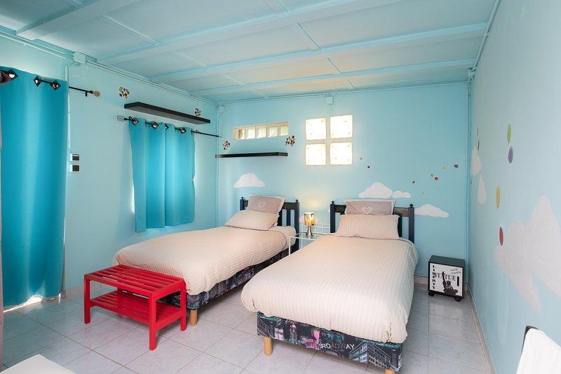 Children Bedroom 2 beds 90 * 200