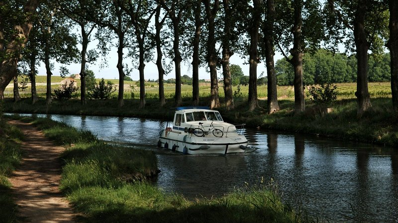 the Canal du Midi 2 km to discover something